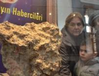 ARKEOLOJI - Uzaydan gelen taşa ziyaretçi ilgisi