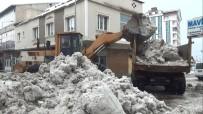 KAR TEMİZLEME - Ahlat'ta 10 Günde 600 Kamyon Kar Şehir Dışına Taşındı