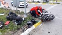 MOTOSİKLET SÜRÜCÜSÜ - Burhaniye'de Motosiklet İle Araç Çarpıştı Açıklaması 2 Yaralı