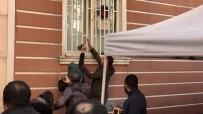 GÜVENLİK GÜÇLERİ - HDP Binası Önünde 'Kahrolsun PKK Ve HDP' Sloganı Atıp, Binanın Camlarını Kırdılar