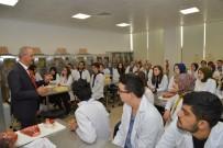 FAKÜLTE - Rektör Karakaya, Tıp Fakültesi Öğrencileri İle Bir Araya Geldi