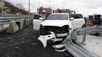 SAĞLIK EKİBİ - Sancaktepe'de Lüks Cip Beton Bariyerlere Girdi Açıklaması 1 Yaralı