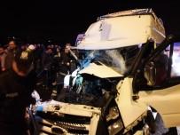 KIŞ MEVSİMİ - Aksaray'da Minibüs Tıra Arkadan Çarptı Açıklaması 12 Yaralı