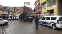 SAĞLIK EKİBİ - Diyarbakır'da Park Kavgasında Silahlar Konuştu Açıklaması 2 Yaralı