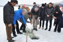 KAYAK MERKEZİ - Bakan Ersoy Eskimo Usulü Balık Tuttu