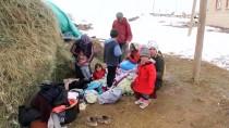 KARAYOLLARI - Depremde Hasar Gören Başkale'deki Mahallelerde Çadırların Kurulumu Başladı