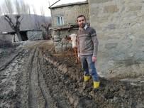 MEHMET BAYıNDıR - Köy Halkı Çamurlu Ve Bozuk Yoldan Kurtulmak İstiyor