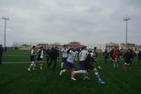 KULÜP BAŞKANI - Maçtan Sonra Saha Karıştı, Futbolcular Birbirine Girdi