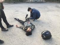 MOTOSİKLET SÜRÜCÜSÜ - Motosiklet İle Takla Atan Sürücü Yaralandı