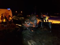 SAĞLIK EKİBİ - Yolcu Otobüsü İle Otomobil Çarpıştı 3 Kişi Öldü, 2 Kişi Yaralandı