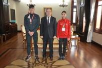 MUSTAFA TUTULMAZ - Afyonkarahisar'a Valisi Tutulmaz, Başarılı Sporcuları Altınla Ödüllendirdi