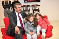 İSTİKLAL - Başkan Çetin Miniklerle İzmir Marşı'nı Söyledi