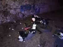 MOTOSİKLET SÜRÜCÜSÜ - Ters Şeride Giren Otomobilin Motosikletle Çarpıştı Açıklaması 1 Ölü