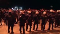 GÜVENLİK GÜÇLERİ - Yunanistan'da 'Kapalı Mülteci Kampı' Kararına İtiraz Eden Vatandaşlar Polisle Çatıştı