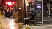 DEPREM - 4,9 Şiddetindeki Deprem Sonrası Vatandaşlar Geceyi Sokakta Geçiriyor