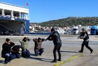JANDARMA KOMUTANI - Çeşme'de Limanda Nefes Kesen Tatbikat