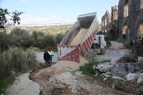 AŞIRI YAĞIŞ - Erdemli'de Yağıştan Zarar Gören Yollar Onarılıyor