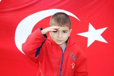 5 Yaşındaki Mustafa Şehitler İçin Asker Selamı Verip, İstiklal Marşı Okudu