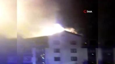 Başkent'te 5 Katlı Binanın Çatısında Yangın