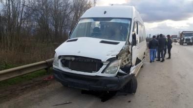 D-100 Karayolunda Yolcu Minibüsüyle Kamyon Çarpıştı Açıklaması 2 Yaralı