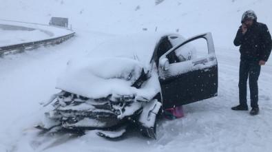 Sakaltutan Geçidinde Yoğun Kar Yağışı Ulaşımda Aksamalara Neden Oldu