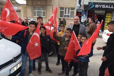 Viranşehir'de Şehitler İçin Bayrak Dağıtıldı