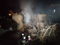 EVDE TEK BAŞINA - Adana'da 2 Katlı Ahşap Ev Yangında Kül Oldu