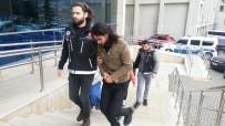 POLİS - Adliyeye Yüzünü Kapatarak Geldi, Gazetecilere 'Çekmeye Utanmıyor Musunuz' Diye Tepki Gösterdi
