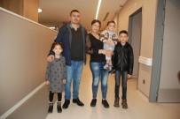 KANSER TEDAVİSİ - Çocuğunu Emzirirken Fark Etti, Sevgi Ve Motivasyonla Kanseri Yendi