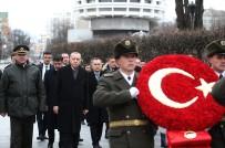 CUMHURBAŞKANLIĞI - Cumhurbaşkanı Erdoğan, Ukrayna'da Meçhul Asker Anıtı'nı Ziyaret Etti