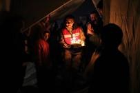 ALLAH - Depremzede Çocuğa Çadırda Doğum Günü