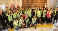 YALıKAVAK - Gönüllü Hayvan Koruyucuları Kimliklerini Başkan Aras'tan Teslim Aldı
