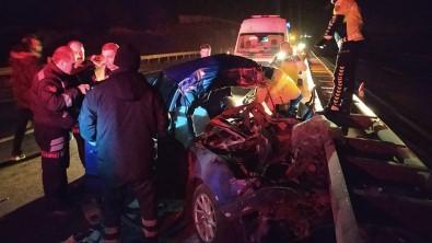 Kamyona Arkadan Çarpan Otomobil Bariyerlere Savruldu Açıklaması 1 Ölü