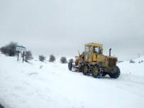 HEKİMHAN - Kardan Kapanan 132 Kırsal Mahallenin Yolu Ulaşıma Açıldı