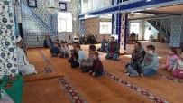 CAMİ İMAMI - Namazı Camide Babaları Ve Dedeleriyle Kıldılar Ödülleri Kaptılar