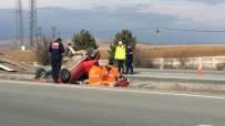 DİREKSİYON - Takla Atan Otomobil Su Kanalına Düştü Açıklaması 3 Yaralı