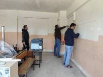 ÖĞRENCİLER - Tatilde El Ele Verip Okullarını Güzelleştirdiler