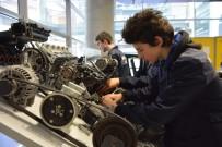 ÖĞRENCİLER - Türkiye'nin İlk Elektrikli Araçlar Dalı Yeni Eğitim Öğretim Yılında Bursa'da Oluşturulacak