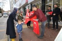 TÜRK BAYRAĞI - Yunan Milletvekiline Türk Bayraklı Tepki