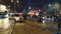 İtfaiye Aracıyla Otomobil Tramvay Yolunda Çarpıştı Açıklaması 1 Yaralı