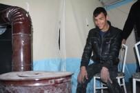 Engelli Depremzede, Çadırda  Ailesiyle Yaşama Tutundu