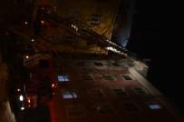 SÜLEYMANIYE - Esenyurt'ta Şiddetli Rüzgâr 4 Katlı Binanın Çatısını Uçurdu