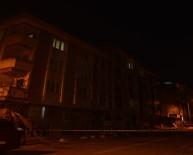 SÜLEYMANIYE - Esenyurt'ta Şiddetli Rüzgar 4 Katlı Binanın Çatısını Uçurdu
