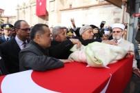 TÜRK BAYRAĞI - Şehidin 5 Aylık Kızı Kundağıyla Babasını Son Yolculuğa Uğurladı