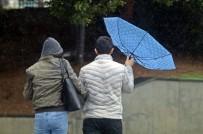 Yağmurdan Korunmak İçin Açılan Şemsiyeler, Fırtınayla Tersine Döndü