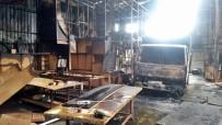 MOBİLYA - Yangında Mobilya Atölyesi Küle Döndü, Kamyonet Kullanılamaz Hale Geldi