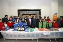 MİLLİ FUTBOLCU - Eski Futbolcu Ve Teknik Direktör Bülent Korkmaz Genç Sporcularla Buluştu