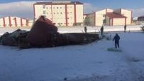 FAKÜLTE - Kars'ta Şiddetli Rüzgar Çatıları Uçurdu