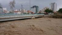 AŞIRI YAĞIŞ - Mersin'de Şiddetli Yağış Ve Fırtına Su Taşkınlarına Neden Oldu