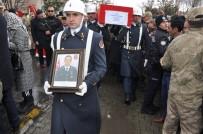TÜRKER ÖKSÜZ - Kars Şehidi Gözyaşları Arasında Toprağa Verildi
